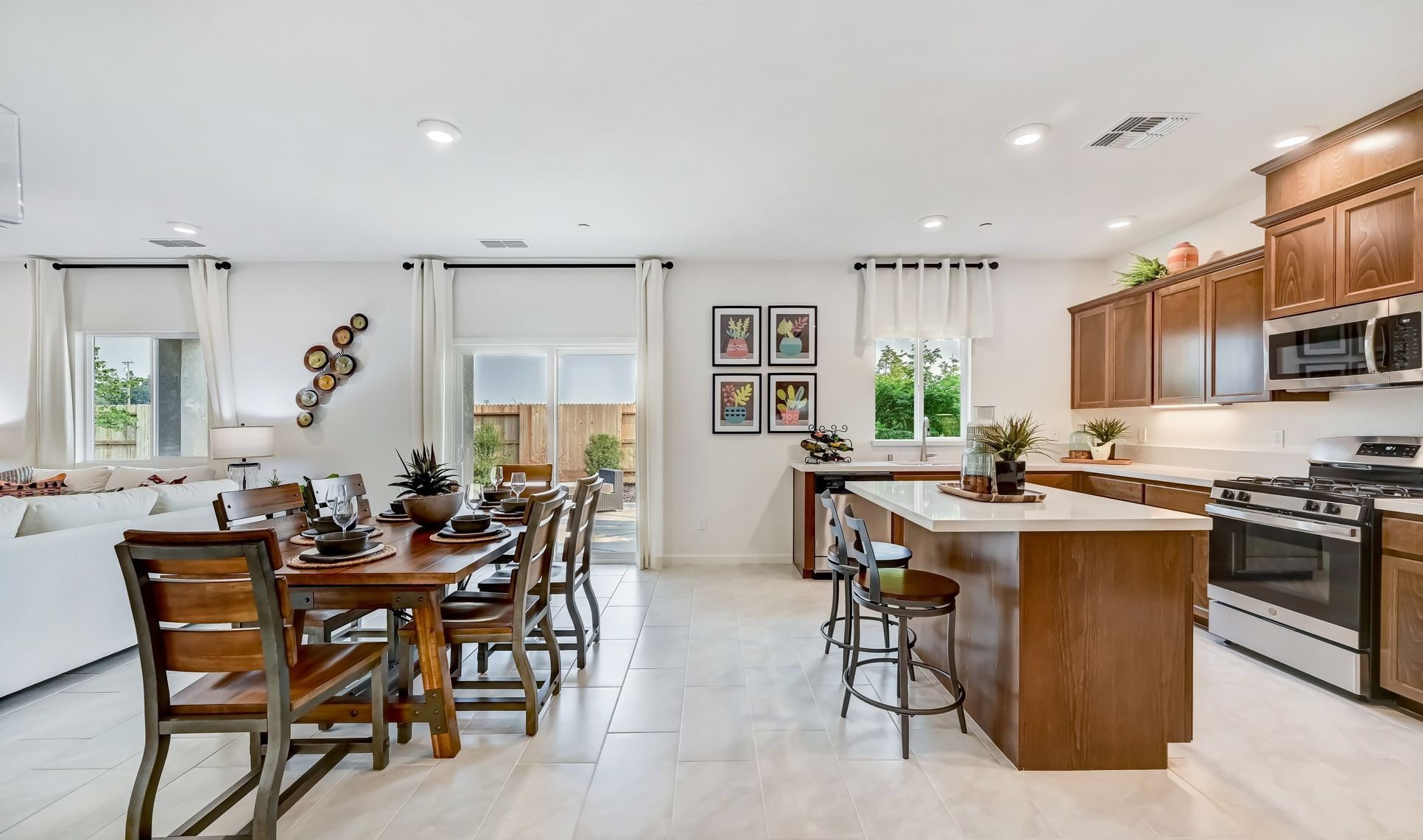 Interior:Dining area with access to patio