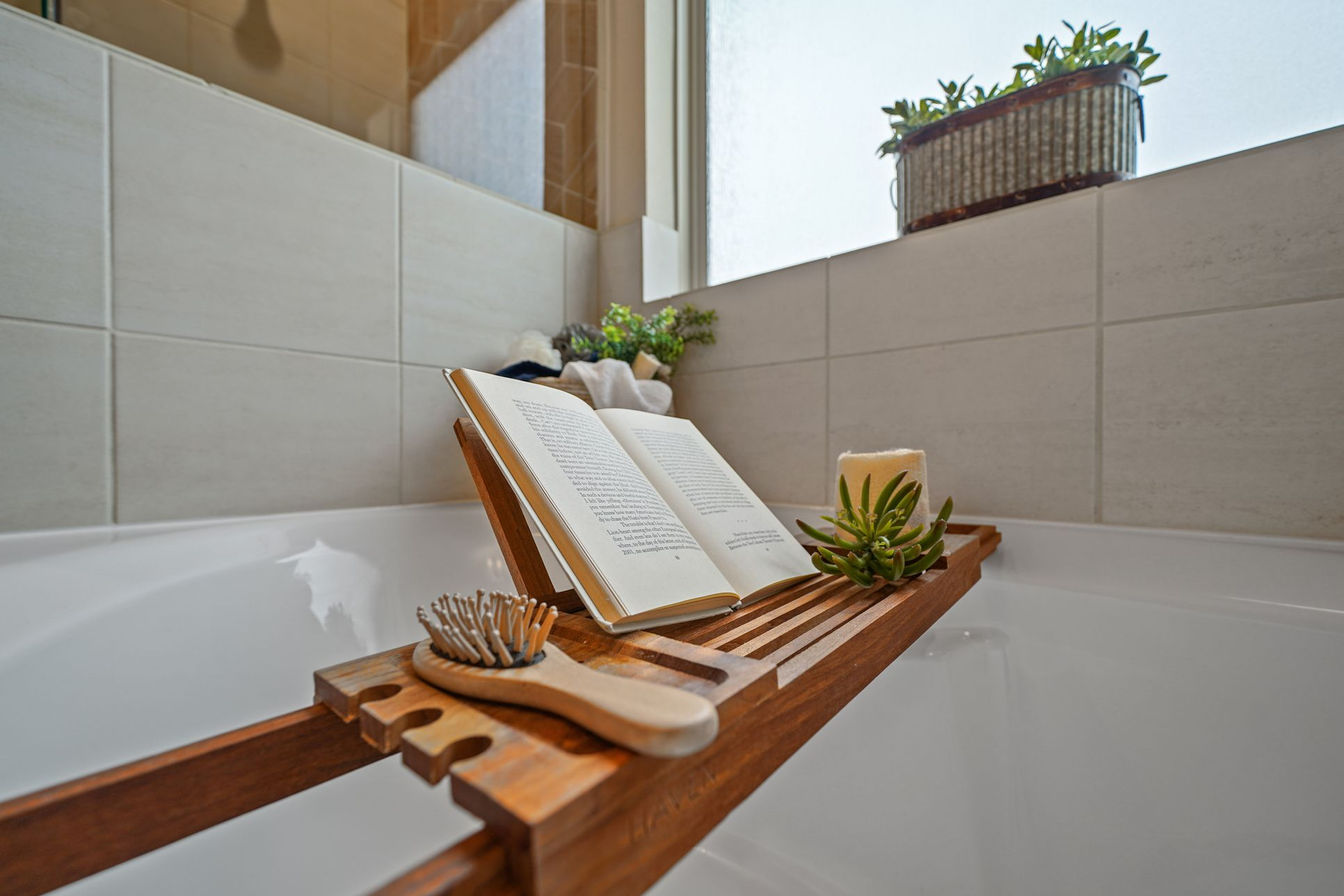 Interior:Relaxing soaker tub