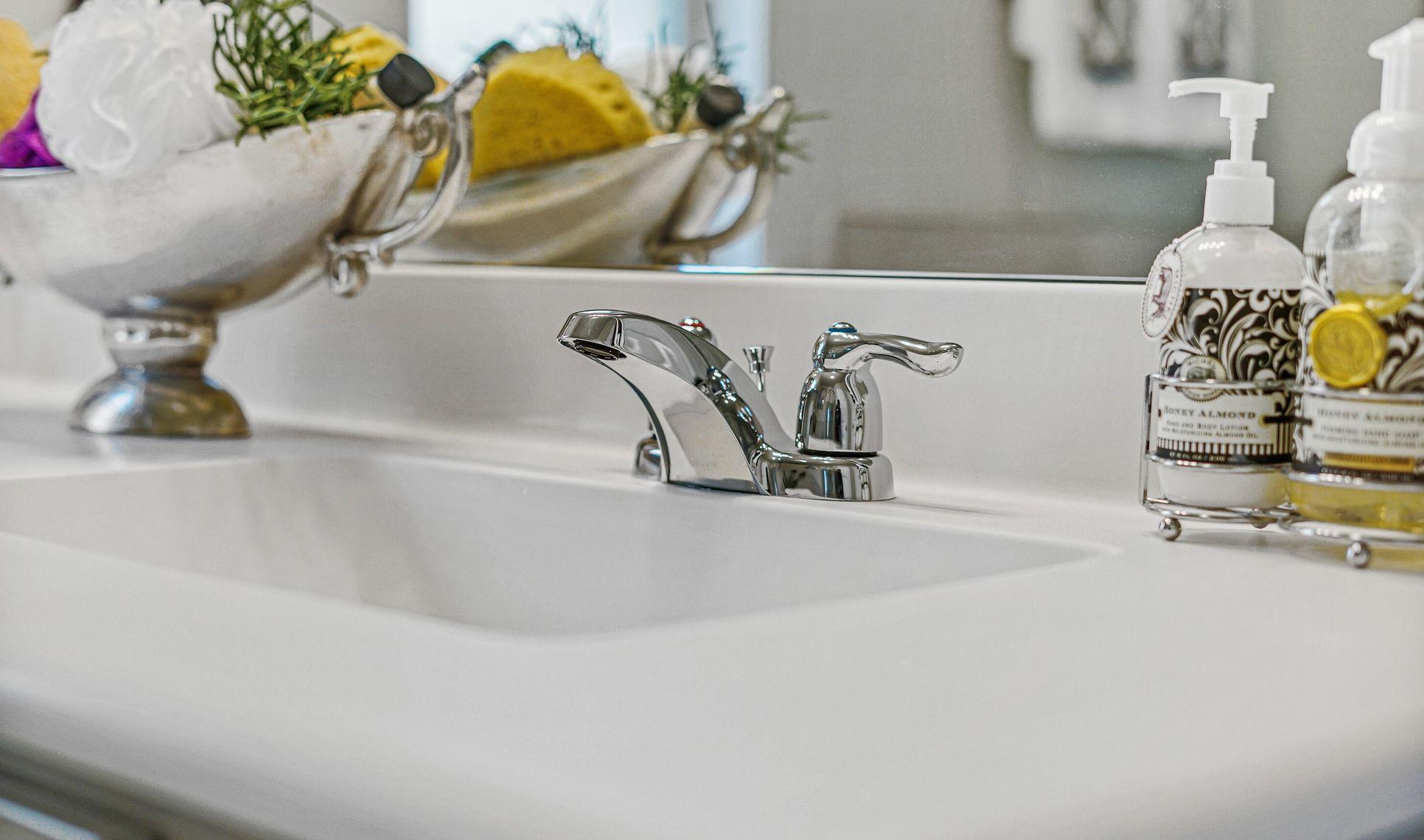 Interior:Stunning finishes in master bath