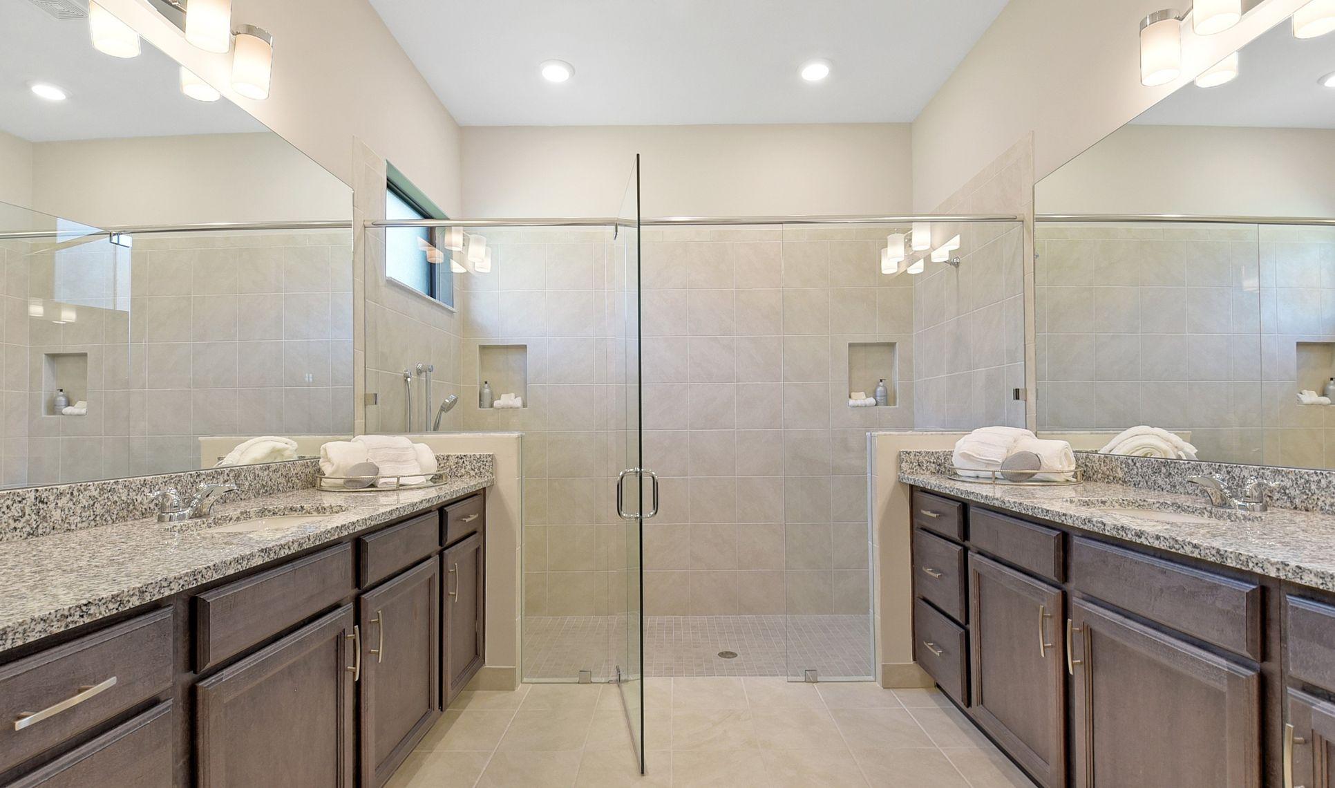 Interior:Chic owner's luxury bath