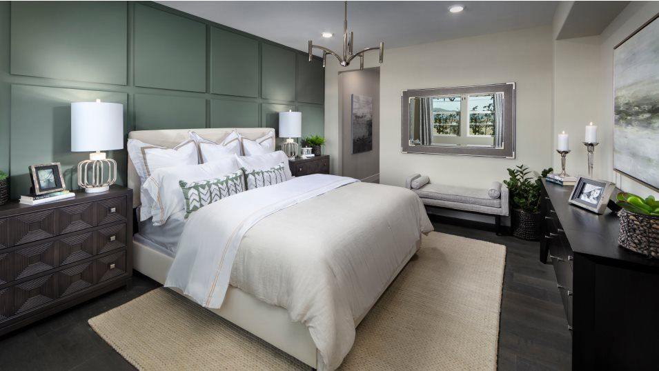 Boulevard Downing Residence 1 Bedroom 3:Both secondary bedrooms o er walk-in closets and are located conveniently near a full bathroom