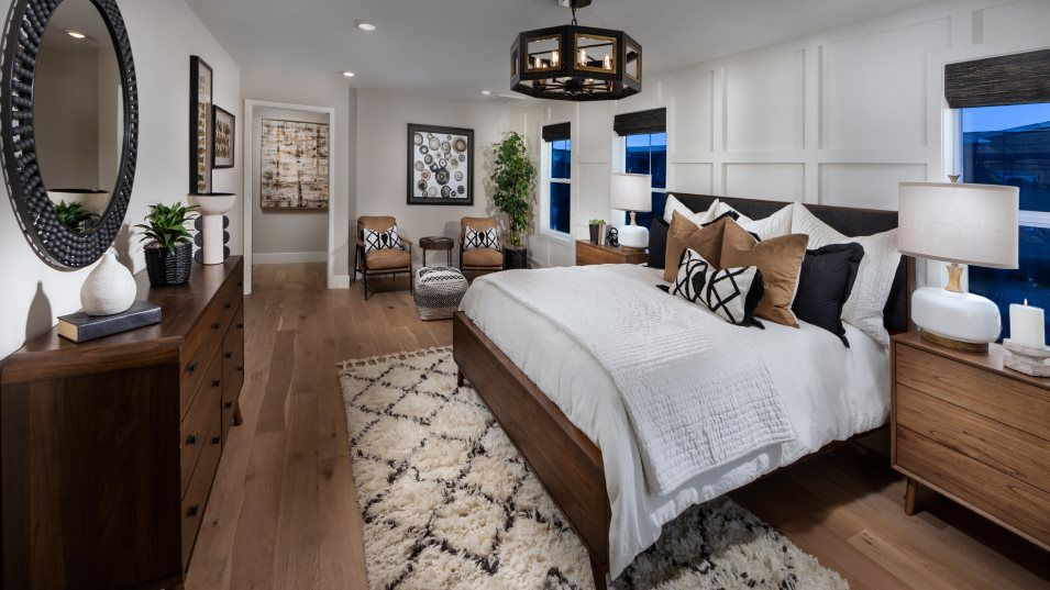 Bridgeway Bungalows Residence 2 Owner's Suite:This spacious suite is located on the top oor with plenty of room in the retreat sitting area and a