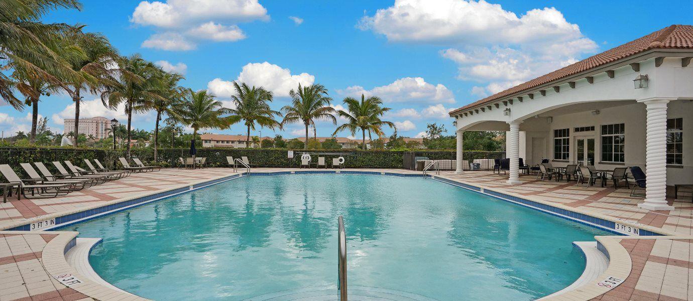 Arbor Parc Swimming Pool