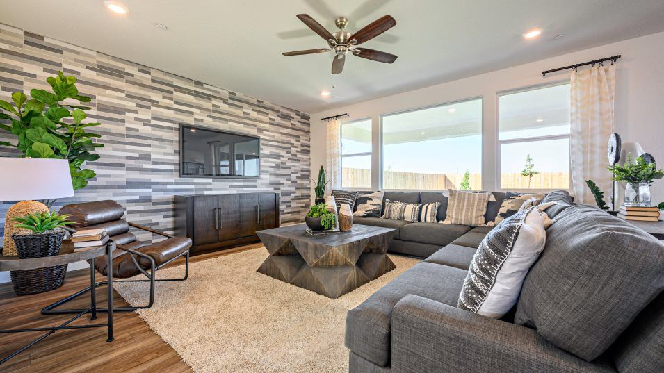 Heirloom - Coronet Series Overture Great Room:A natural gathering spot, the Great Room offers a comfortable location for entertaining or relaxing,