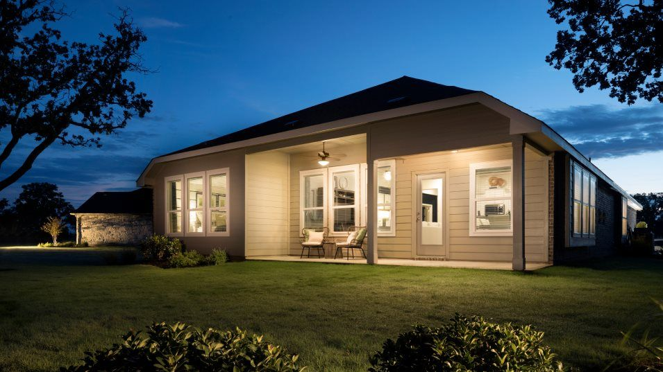 Rancho-Sienna Brookstone II Collection Rosso Outdo:Homeowners will enjoy a versatile outdoor space with a covered patio, perfect for meals with friends