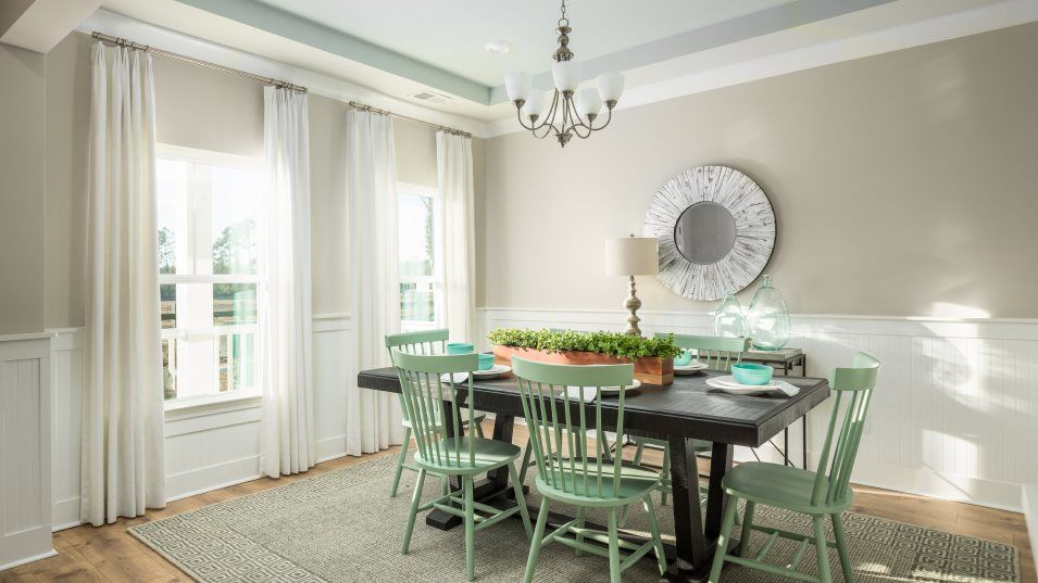 Brunswick Plantation KENSINGTON Dining:Located near the entry, this dining room provides a space for casual meals or more formal celebratio
