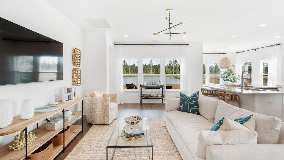 Limehouse-Village Arbor Series LITCHFIELD II Famil:The light-drenched family room is ideal for hosting movie nights or entertaining intimate gatherings