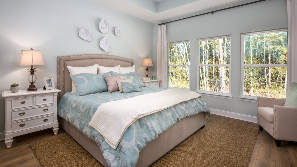 Limehouse Village Arbor Series ANNANDALE Owner's S:The luxurious owner's suite is equipped with a comfortable bedroom, a spa-inspired bathroom and a ge