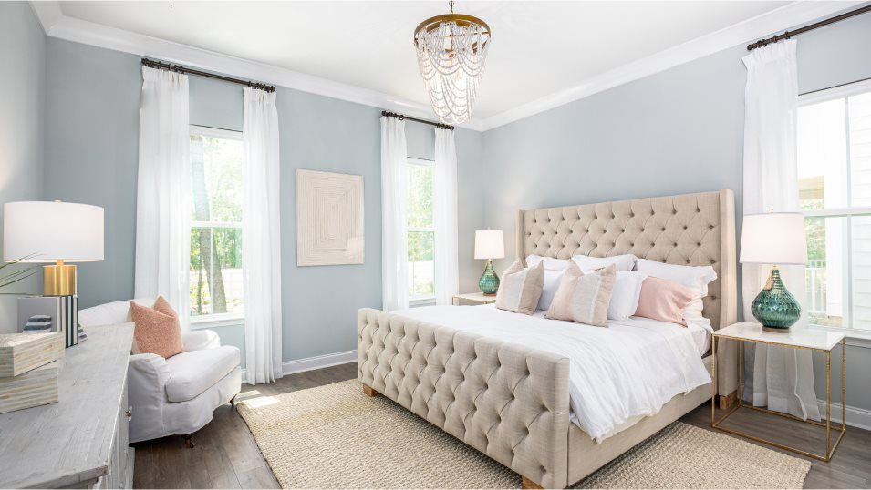 Limehouse Village Row Collection RUTLEDGE Owner's:Overlooking the front yard, this private owner's suite enjoys plenty of sunlight and a luxurious bat