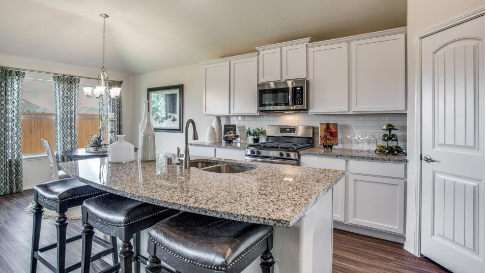 Heartland Springwood Daylily Kitchen:The open kitchen overlooks the family room and has a flexible open layout that is perfect for entert