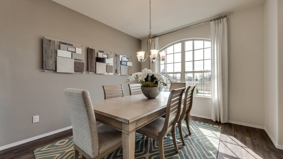 Hillstone Pointe 40s & 50s Diamond Dining Room:In addition to the breakfast nook, the living area also features a formal dining room that is great