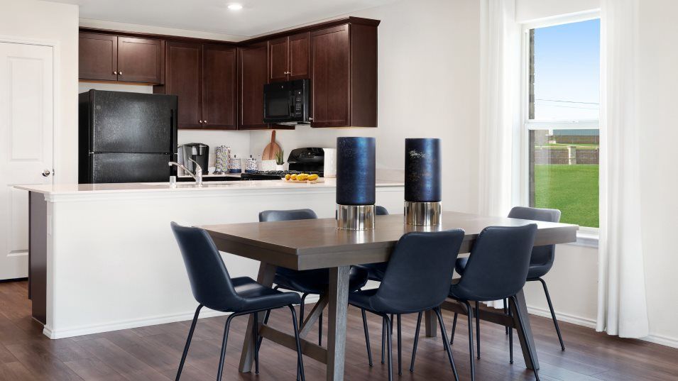 Bluebonnet Estates Whitton Dining:Designed for morning coffee, sunny lunches and good company, the central dining room is joined with