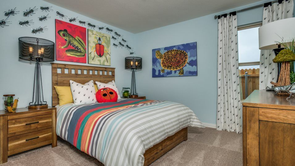 Woodcreek Sonata Bedroom 3:Two bedroom share a bathroom at the front of the home, perfect for kids