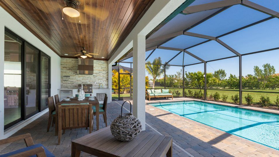 Heritage-Landing Executive Homes Victoria Outdoor:The impressive lanai features room enough for entertaining multiple guests, while remaining a peacef
