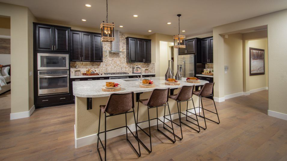 Heritage El Dorado Hills Legends The Santa Barbara:The gourmet kitchen offers a multifunctional place ideal for refining family recipes. A generous cen
