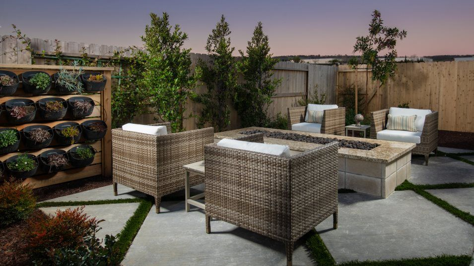 Heritage El Dorado Hills Legends The Santa Barbara:With both a covered patio and exposed space, the outdoor retreat offers versatility.