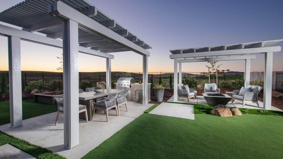 Heritage El Dorado Hills Estates The Vanderbilt 27:The versatile outdoor space provides additional living and entertaining opportunities.