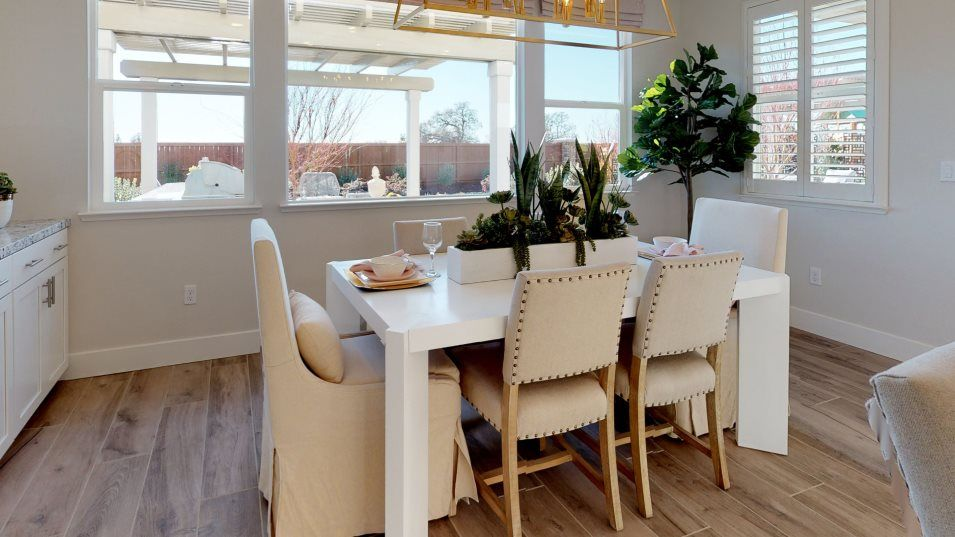 Hawk View at Bass Lake Hill Residence 2826 Dining:Surrounded by windows, the dining room receives ample natural light on sunny days.