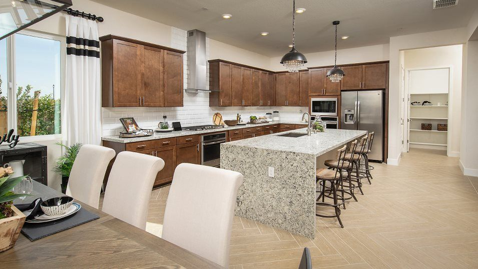 Heritage Solaire Eclipse Residence 2766 Kitchen:The gourmet kitchen with gleaming stainless-steel appliances and granite countertops will inspire at