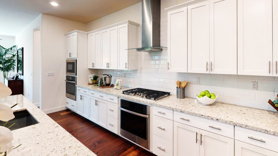 Ample cabinetry storage helps keep the space organ