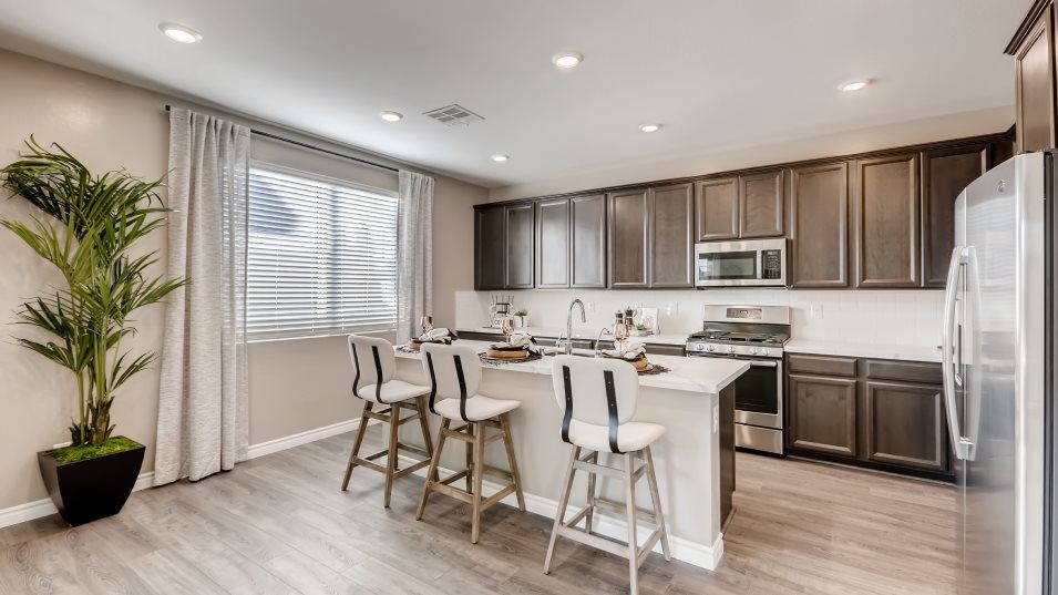 Edgewood Skyland Ktichen:Designed for the home chef, this kitchen is equipped with a center island that doubles as a breakfas