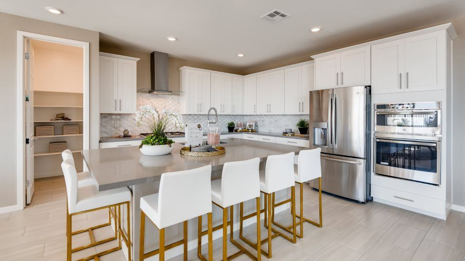 Summerlin Graycliff Mahogany Next Gen Kitchen:For delicious family meals, this kitchen features a stunning center island that doubles as a breakfa