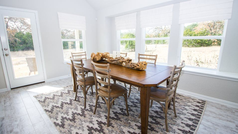 Voss-Farms Barrington, Brookstone II & Westfield G:The sun-drenched dining room is an ideal place to host family meals, holiday celebrations and weeken