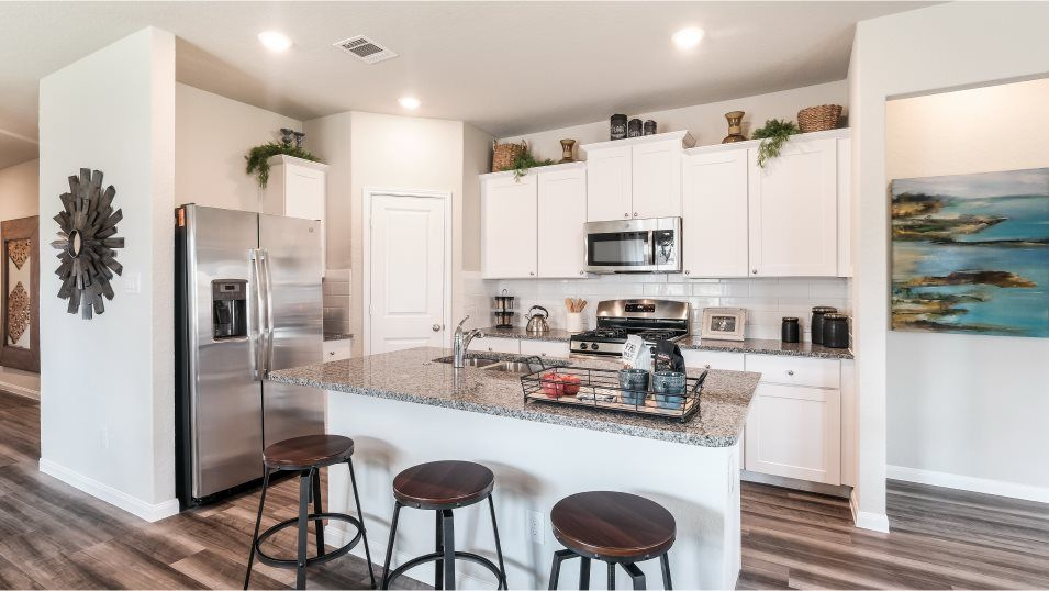 Potranco-Run Brookstone II, Westfield, & Barringto:The modern kitchen offers flexibility and convenience with an open layout, stainless steel appliance