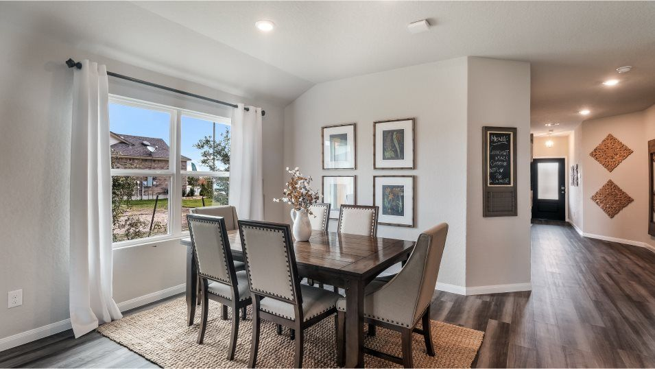 Potranco-Run Brookstone II, Westfield, & Barringto:Enjoy a sunlit dining room adjacent to the kitchen