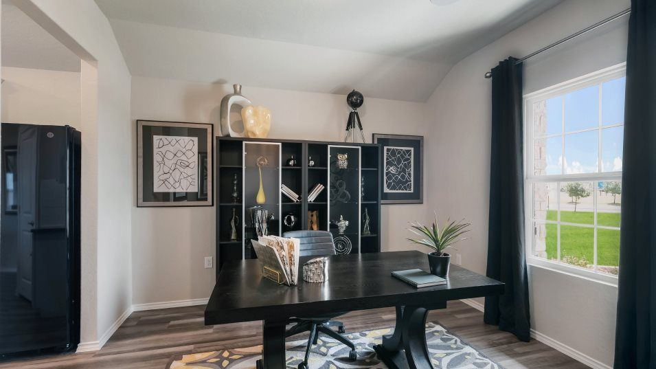 Potranco-Run Brookstone II, Westfield, & Barringto:There is a versatile flex room by the front door that can be converted into a home office or extra l