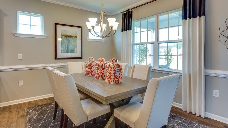Fendol-Farms Residences II Collection Catalina II:A cozy dining space located next to the kitchen is great for easy breakfasts and late-night dinners