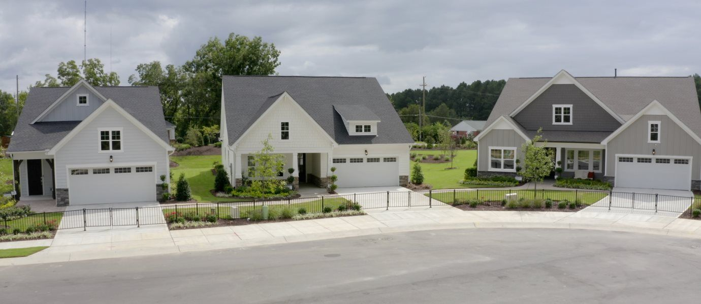 Row of single-family homes in cul-de-sac