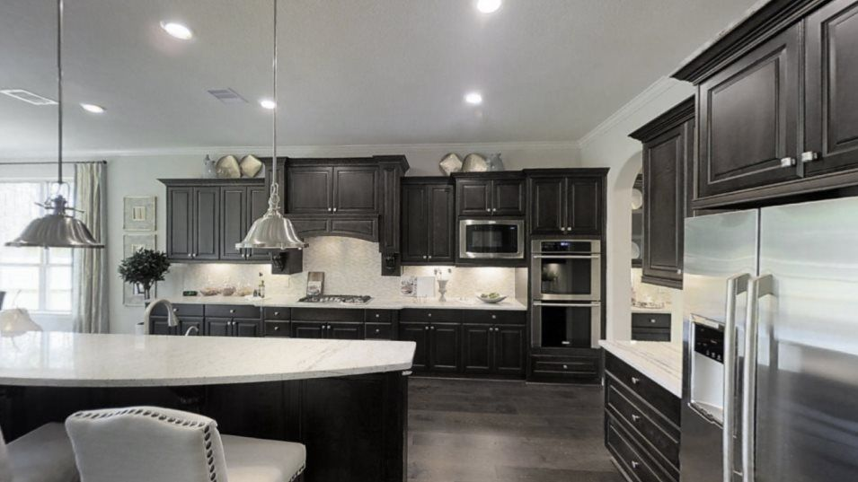 Wildwood at Northpointe Classic and Wentworth Coll:Designed for adventurous cooks, the well-equipped and modern kitchen offers popular features such as