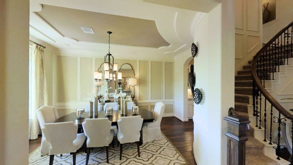 Kingston and Renaissance Collections Bellview Dini:The sophisticated dining room is great for hosting celebrations or more formal meals. A flexible spa