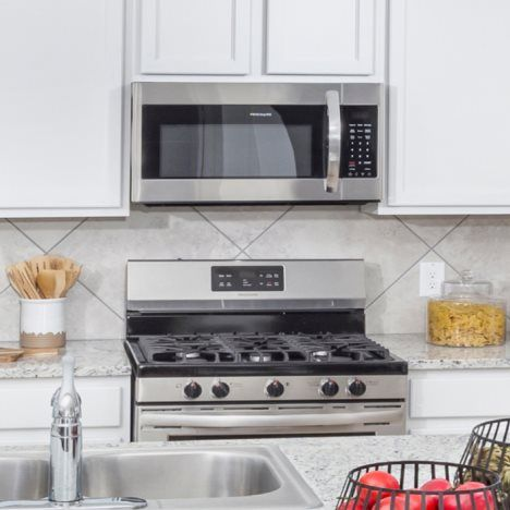 A complete set of brand-new appliances offer moder