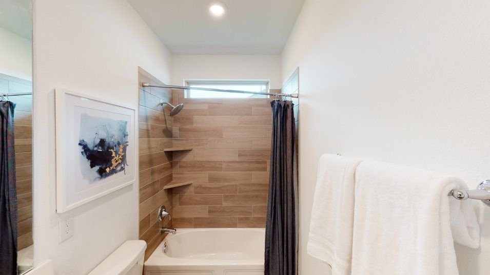 Walnut-Creek Fairway Collection Southwind Bathroom:In the front of the home, a full bathroom is tucked between two bedrooms, conveniently located for r