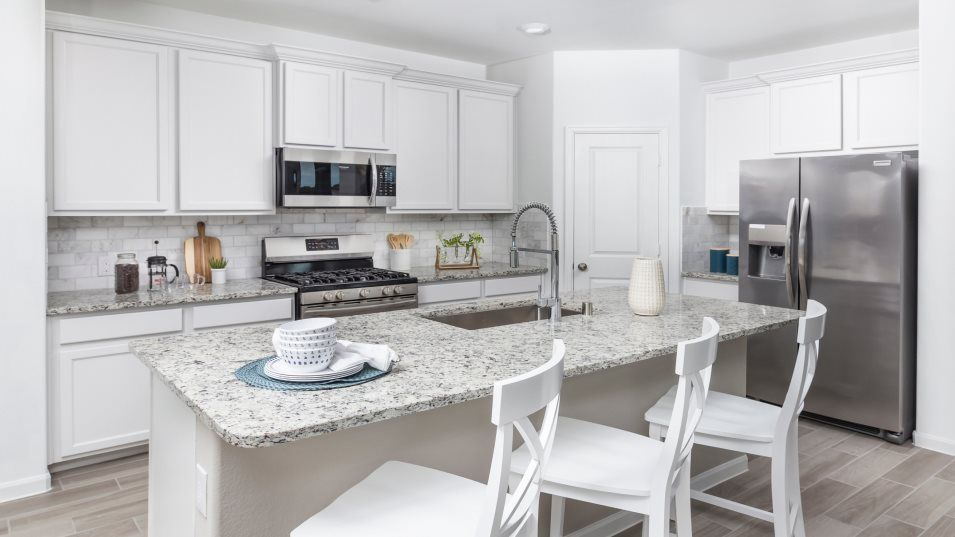 Alexander-Estates Fairway Collection Southwind Kit:Designed with home chefs in mind, this kitchen has a modern style with brand new stainless-steel app