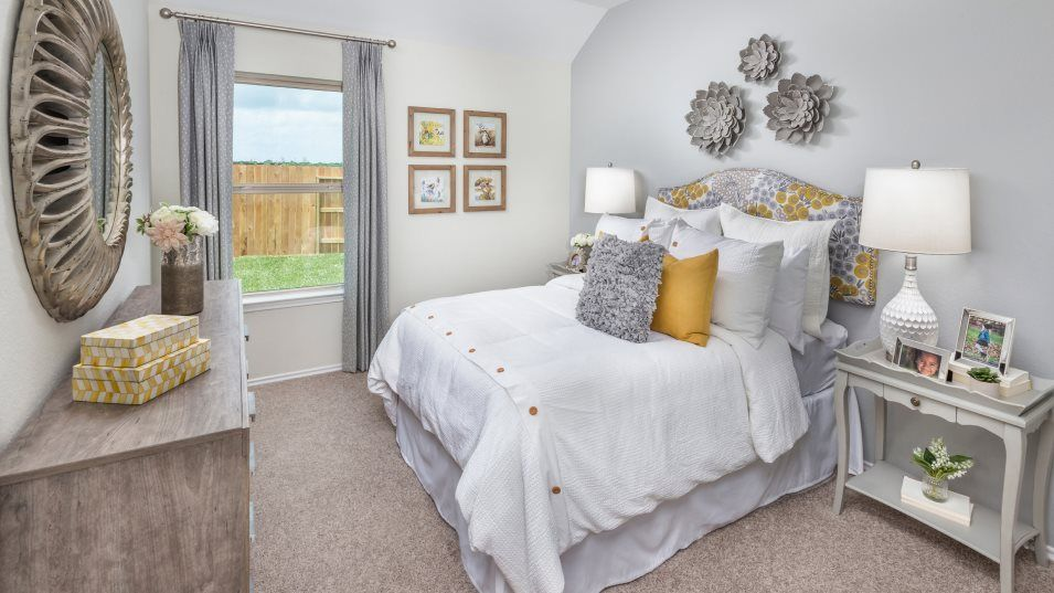 Heritage-Reserve Wildflower Collection Clover Bedr:Tucked near the living areas, this secondary bedroom includes convenient access to a shared bathroom