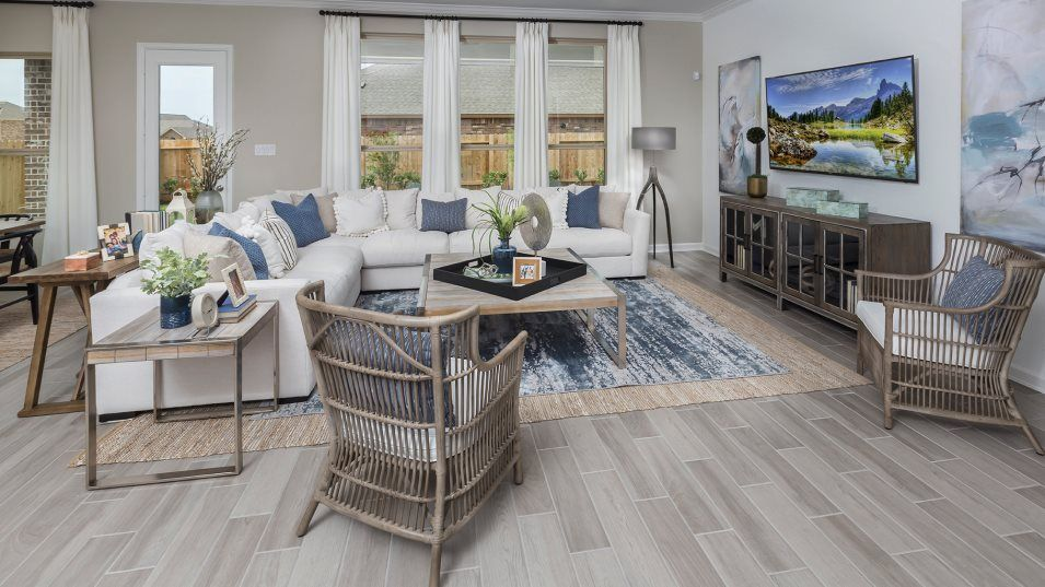 Lakes-Of-Savannah Fairway Collection Cabot Family:The family room is a natural gathering spot that provides plenty of space for entertaining or relaxi