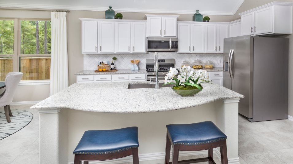 Sienna Brookstone Collection Alabaster II Kitchen:With lots of space for cooking, this kitchen highlights chrome appliances, granite countertops and a