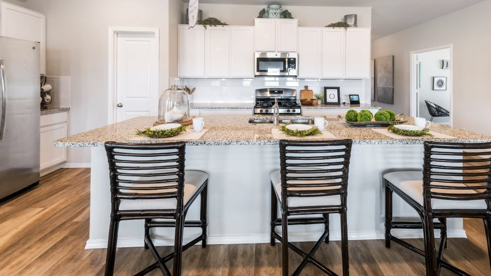 Potranco-Run Brookstone II Sig & Westfield 3-car H:The modern kitchen includes a convenient center island, stainless steel appliances and plenty of cab