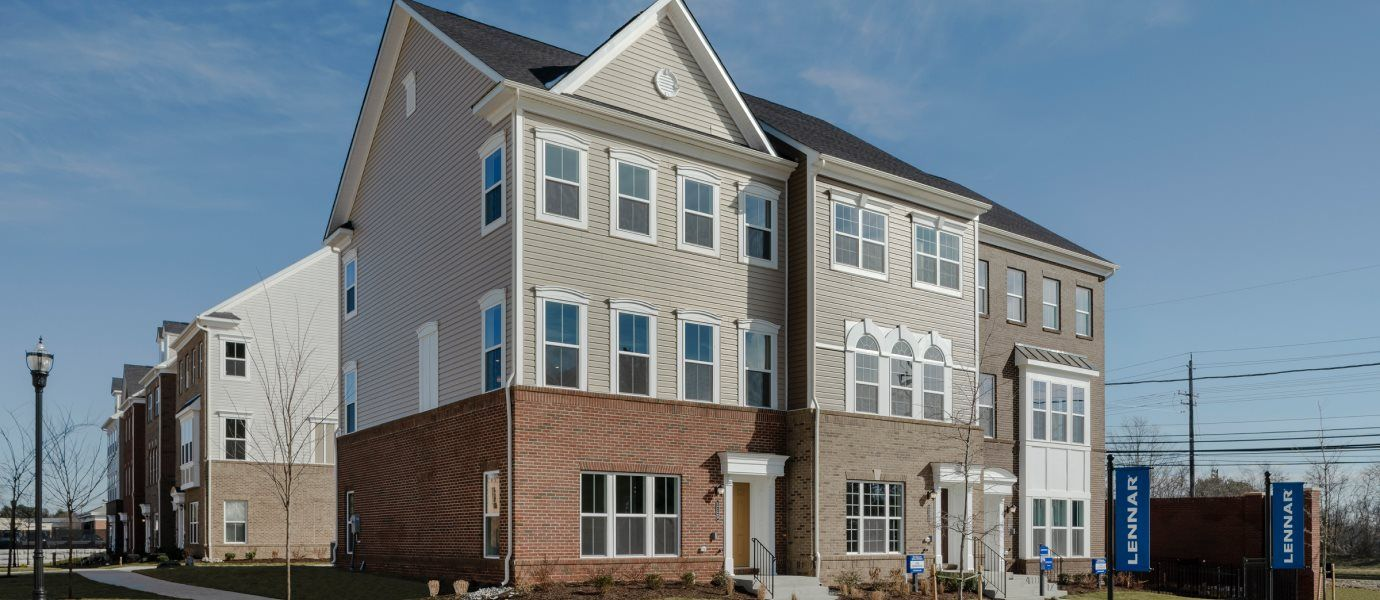 Chase at Quince Orchard Street View of Townhomes