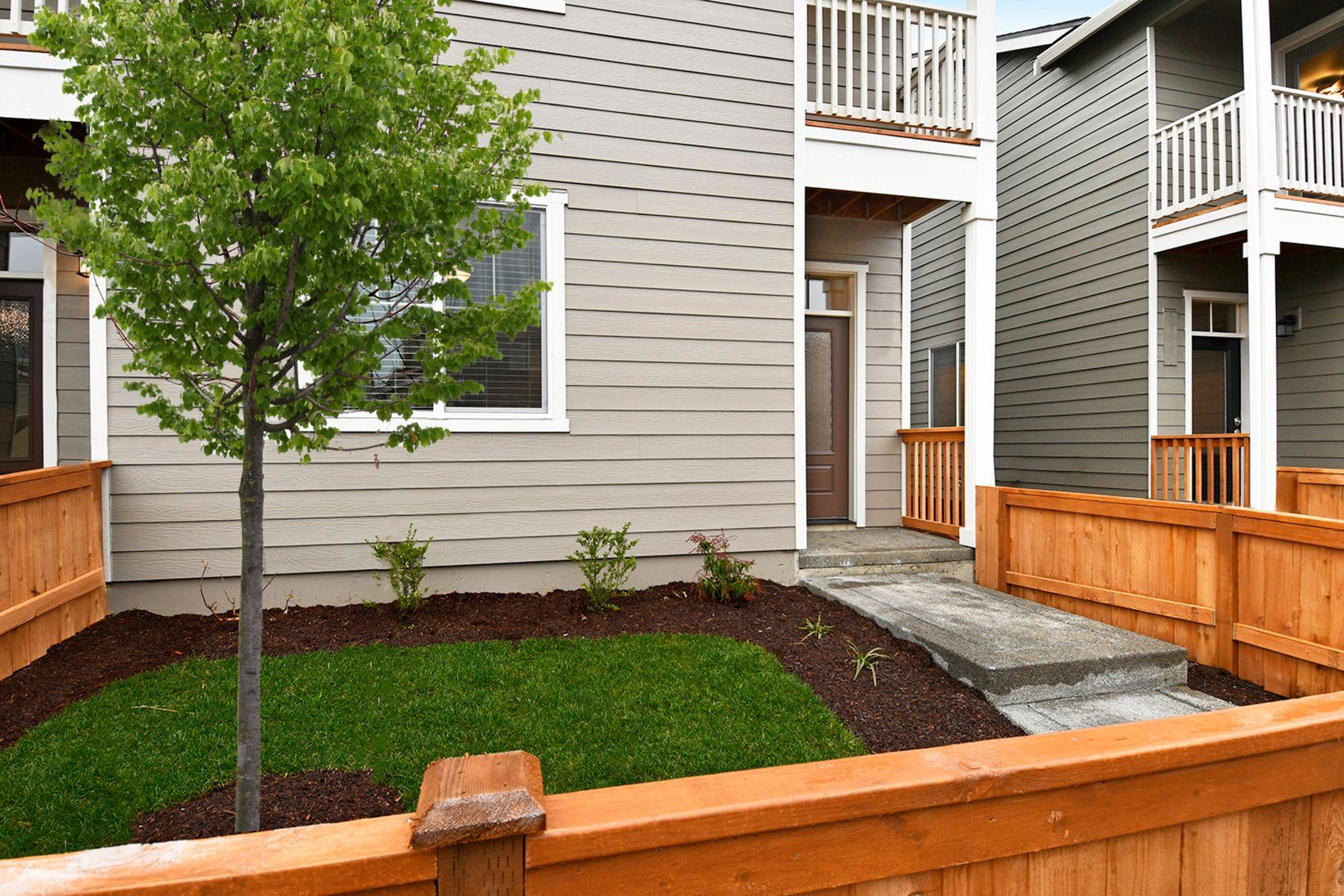 The Pendleton Townhome by LGI Homes:LGI Homes at 5th Plain Creek Station