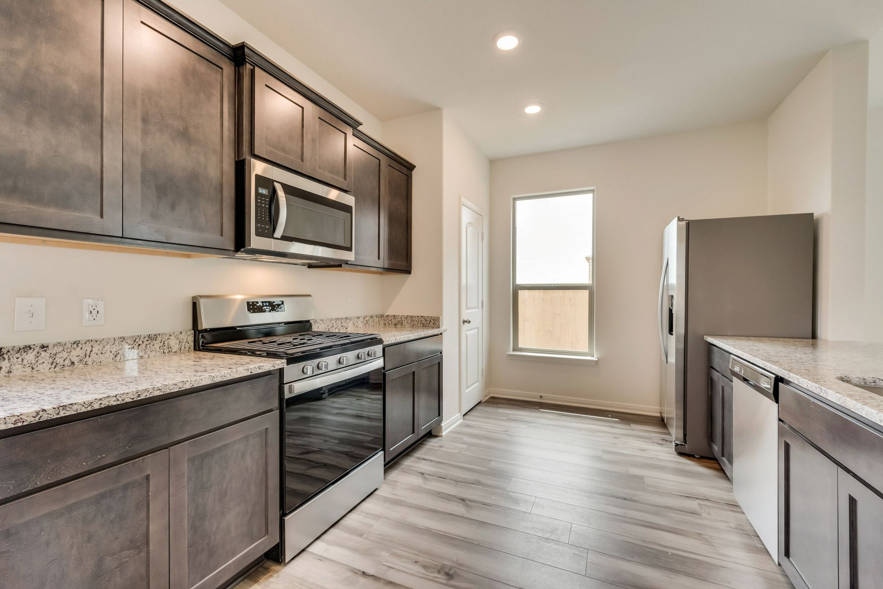 The Reed by LGI Homes:Enjoy stunning granite countertops and designer wood cabinetry in this kitchen.