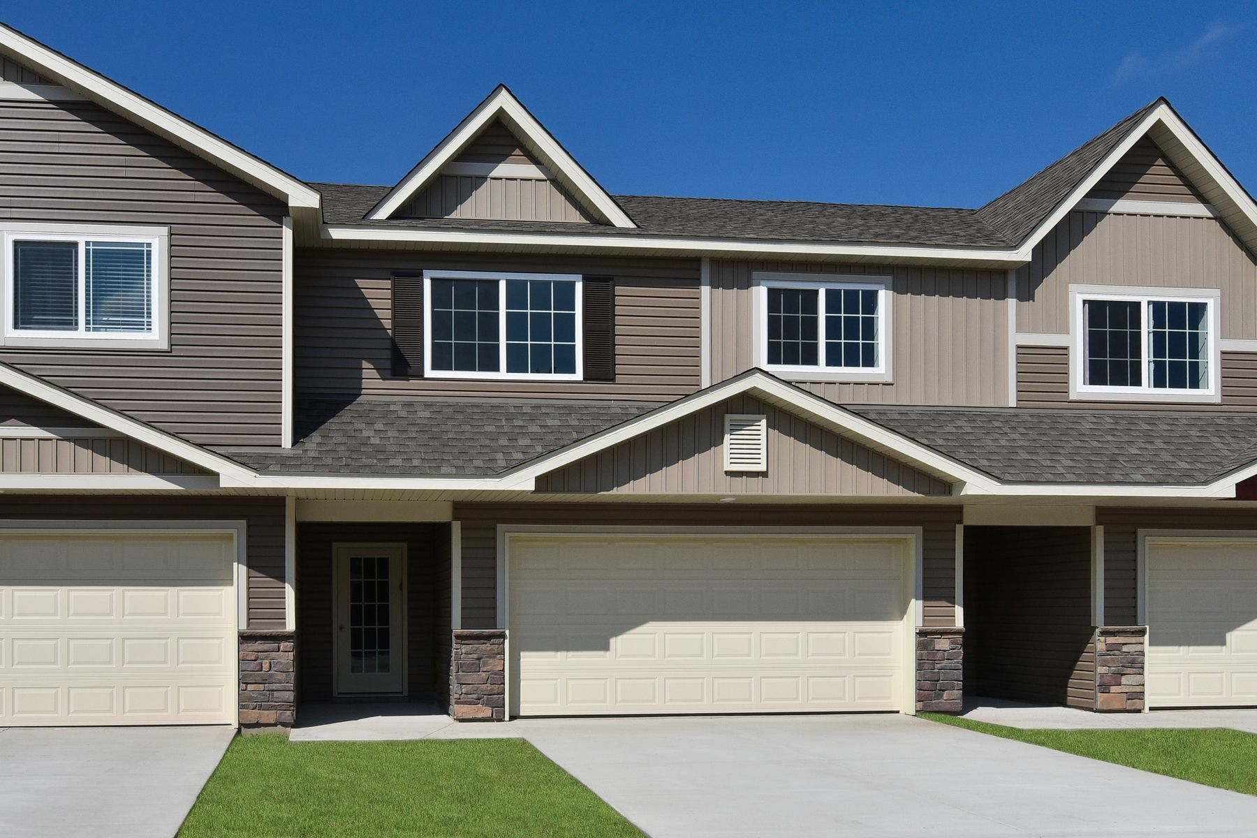 LGI Homes at Carlisle Village:Make a positive first impression on guests with charming exterior featuring stone accents and a welcoming entryway.