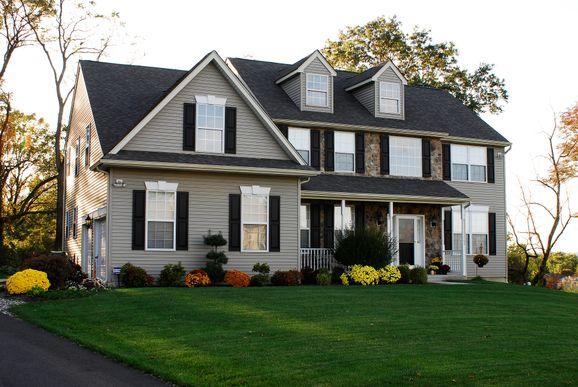 Sutton III:Farmhouse with Optional Dormers