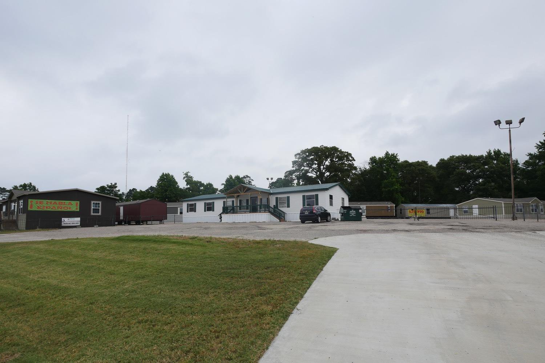 Oak Creek Homes Huntsville - 664 Interstate 45 S  Huntsville, TX 77340