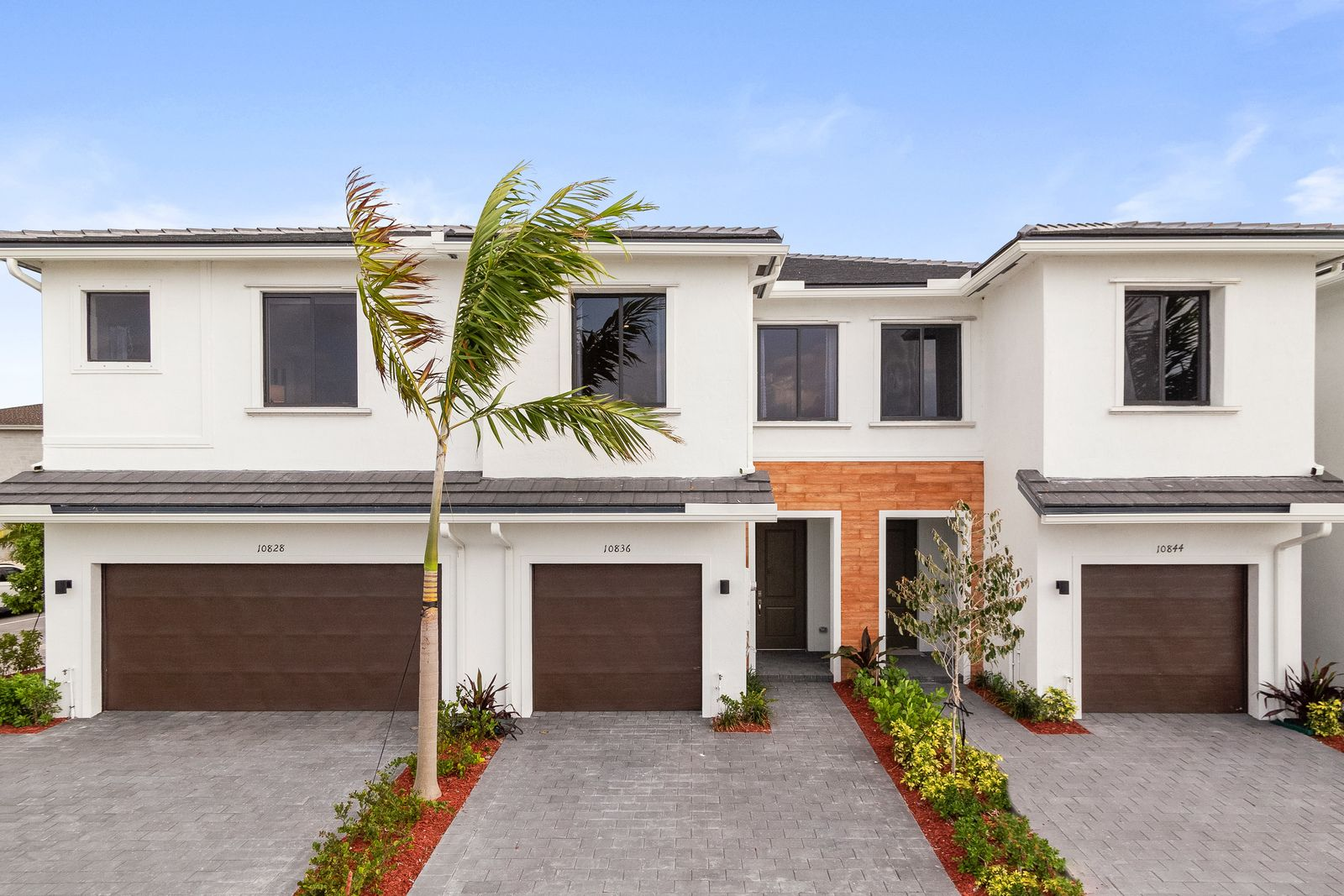 WELCOME HOME TO THE LANDINGS IN MIAMI:Affordable 1-2 Car Garage Townhomes with modern kitchens that include granite countertops and stainless steel appliances.Contact usfor more information!Se Habla Espanol!