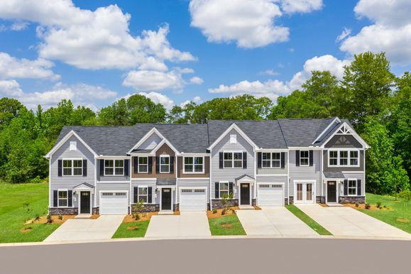 1st Floor Owner's Suite, Walkable to Downtown & 3 minutes to I-385:Small-town charm in a convenient location!Schedule a visit to Fountain Inn Villas!