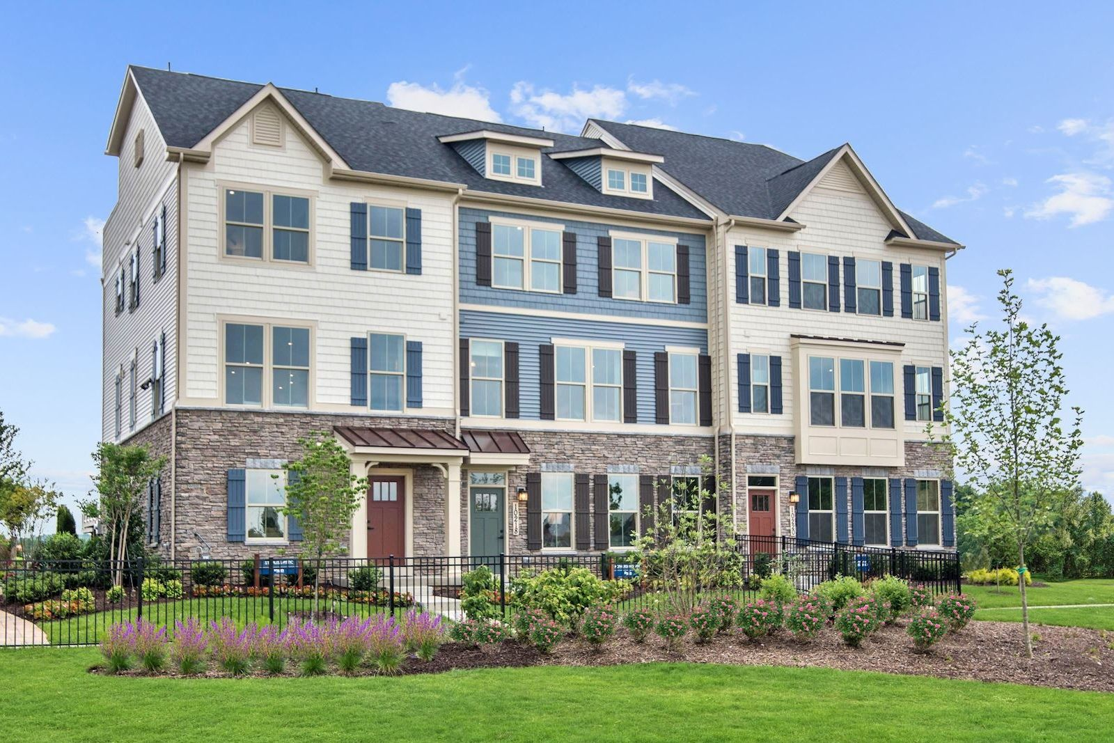 WELCOME TO LAKE LINGANORE OAKDALE IN NEW MARKET, MD:Own a luxury townhome with the space of a single family home with up to 4 finished levels, 5 bedrooms, 4.5 bathrooms. Plus walkable to top rated Oakdale schools.Schedule your appointment.